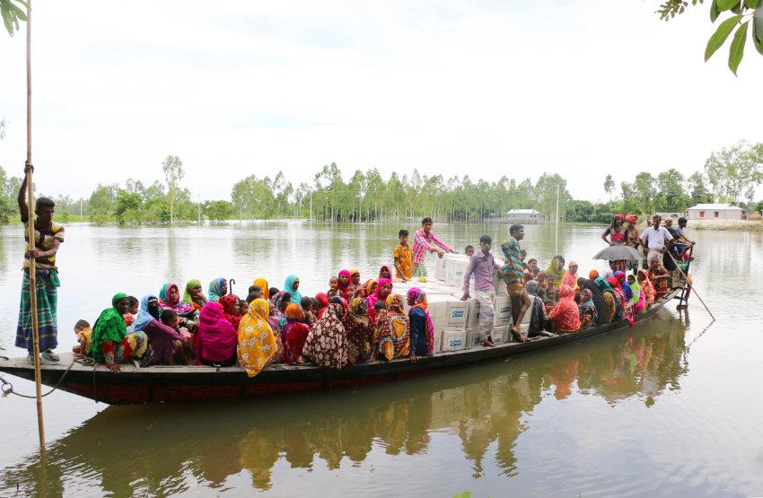 Bangladesh families escape the floods