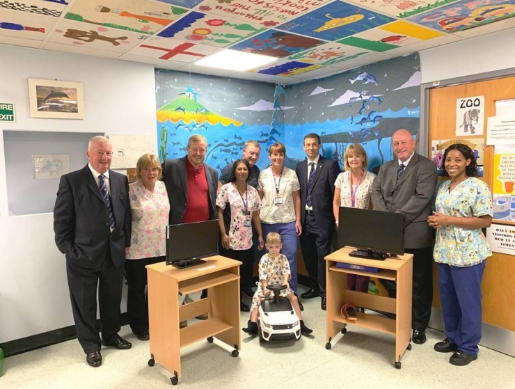 Surrey Freemasons donate to Croydon Hospital